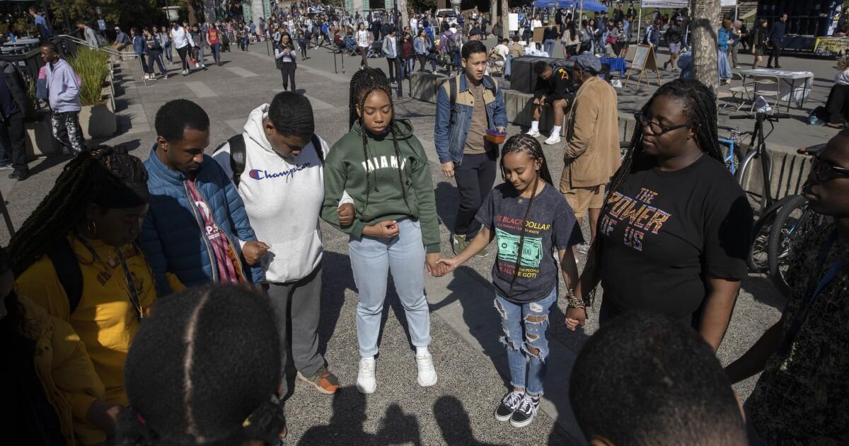 Black students make gains in college, yet behind white peers - Los Angeles Times