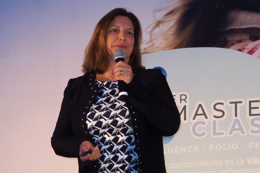 La médico pediatra, Lucia Bricks, habla durante una rueda de prensa en Ciudad de México (México). EFE/Cristina Sánchez