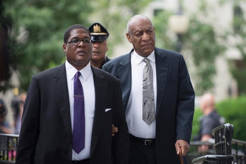 El juez que instruye la causa contra Bill Cosby (d), Steven O'Neill, rechazó hoy la petición de la defensa del actor de recusarse del caso porque su esposa es una trabajadora social dedicada a las víctimas de abusos sexuales. EFE/EPA/ARCHIVO