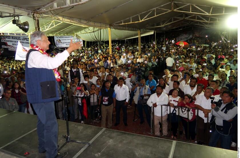 Andrés Manuel López Obrador dijo estar dispuesto a fumar la pipa de la paz con el ex presidente Carlos Salinas y el Presidente Enrique Peña Nieto.