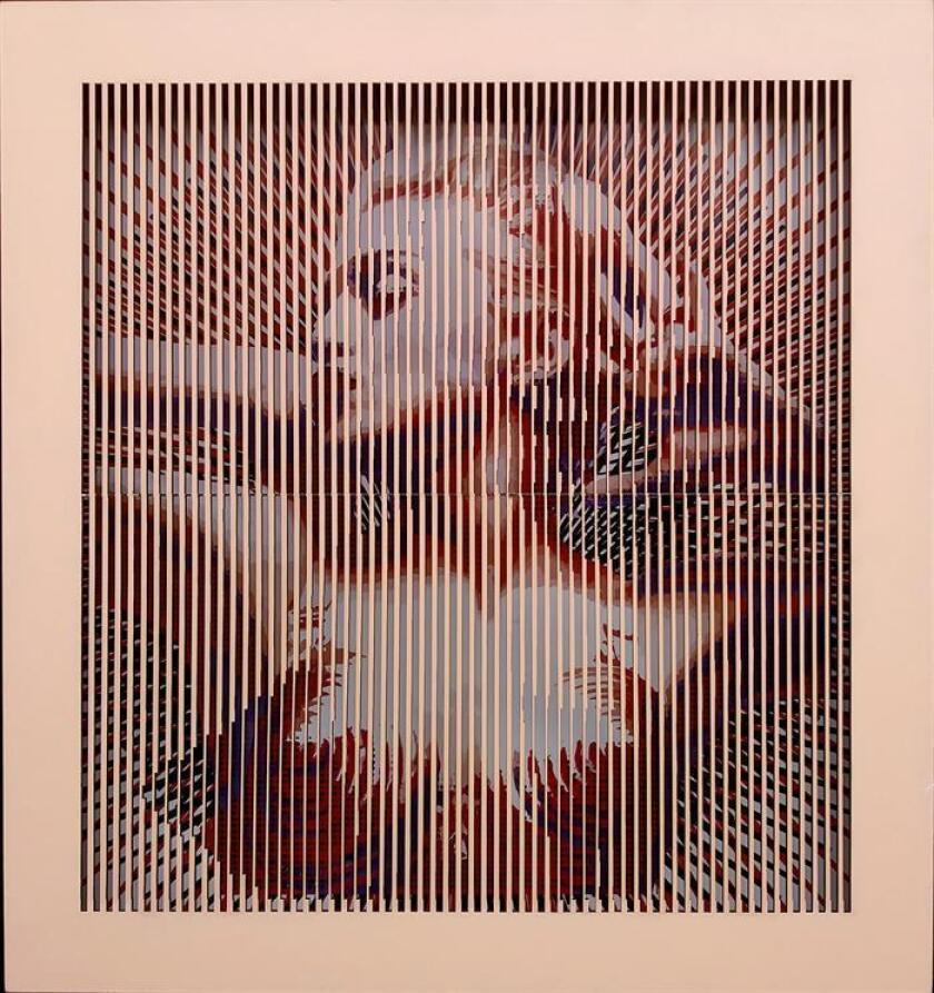 """Reproducción cedida por Mateo Blanco de la obra del artista colombiano, """"Madonna en rosae"""", en la que se sobreponen tiras de madera pintada y colocadas de tal forma que la imagen del fondo se """"mueve"""" y se ve de distinta manera según el ángulo desde el que se mire, hoy, miércoles 28 de noviembre de 2017, en Miami (EE.UU.). EFE/Cortesía Mateo Blanco/SOLO USO EDITORIAL/NO VENTAS"""