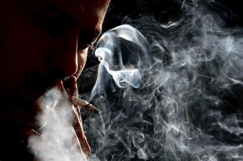 """El índice de tabaquismo se ha reducido a niveles """"históricamente bajos"""" en Estados Unidos. EFE/EPA/Archivo"""
