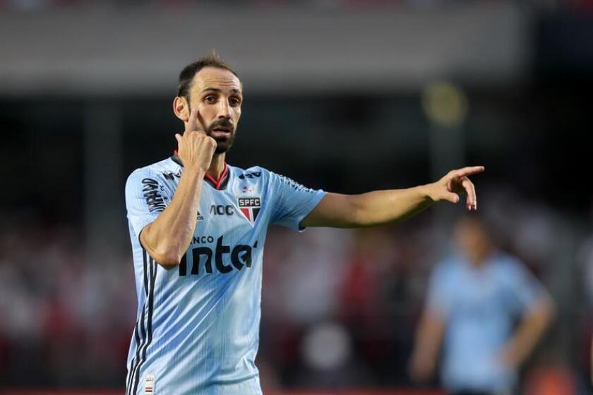 Juanfran, suplente por primera vez en el empate en la casa del Sao Paulo