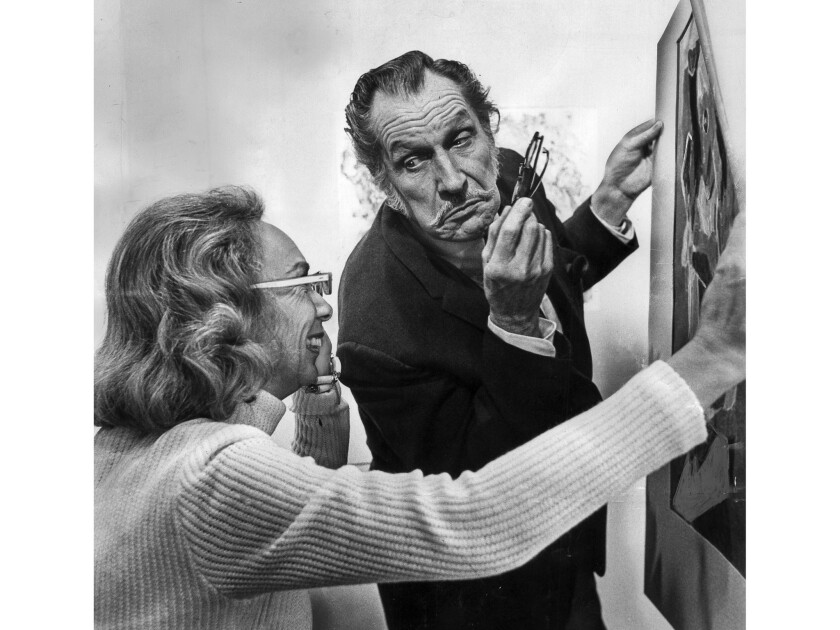 Nov. 30, 1972: Actor Vincent Price and Mrs. Joan F. Hood exchange animated comments about art at pre