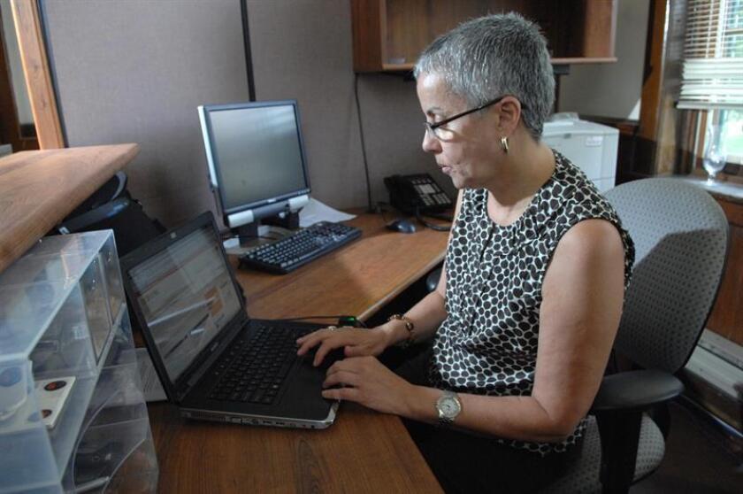 Guaynabo, Carolina y Gurabo son los únicos tres de los 78 municipios en Puerto Rico que resultaron tener el mayor porcentaje de hogares (70 por ciento - 71 por ciento) con acceso a internet durante los años 2013 y 2017, informó hoy el Instituto de Estadísticas de Puerto Rico (IEPR). EFE/Archivo