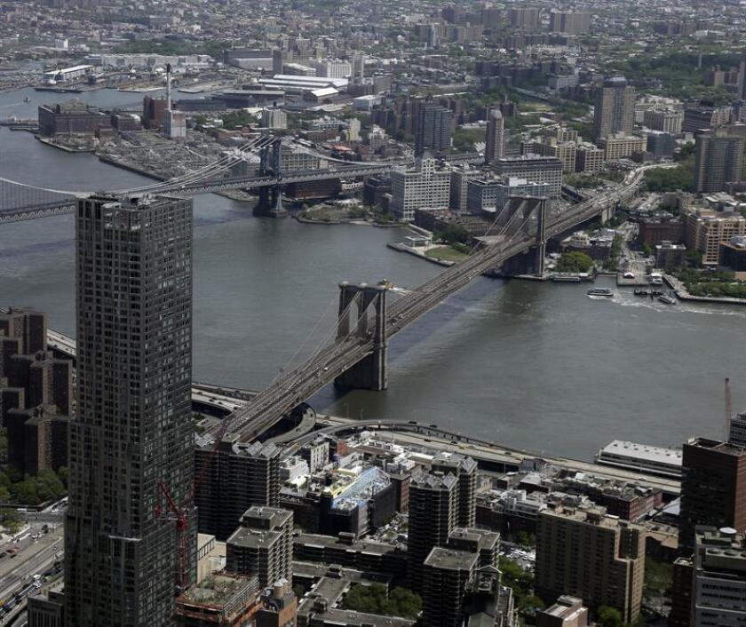 Imagen del miércoles 20 de mayo de 2015. Vista general de la isla de Manhattan desde el mirador del edificio One World Trade Center de Nueva York, más conocido como la Torre de la Libertad. EFE/ARCHIVO