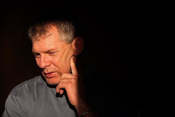 Former baseball star turned financial advisor Lenny Dykstra now lives in a two-bedroom apartment in a Westwood high-rise, plotting his financial comeback, daunting though it appears.