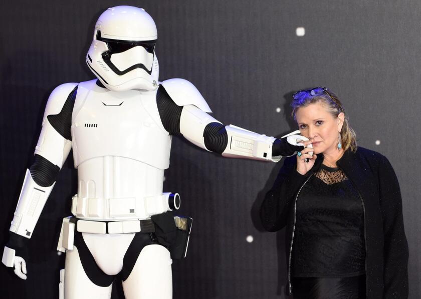 La actriz Carrie Fisher, famosa por su participación en la película orginal de la serie de la Guerra de las Galaxias sufrió un ataque al corazón cuando volaba de Londres a Los Ángeles.