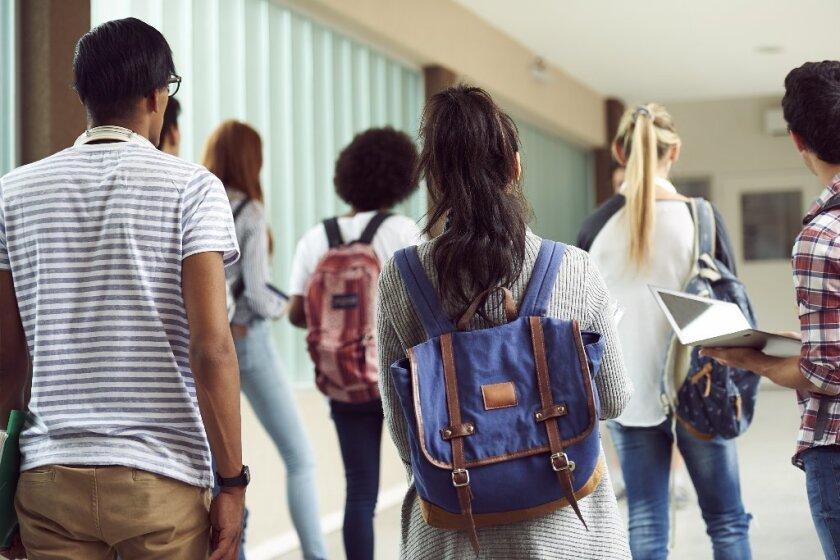 Estudiantes de LA estan logrando mejores calificaciones y hasta la universidad: ¿Estan sus hijos entre esas escuelas?