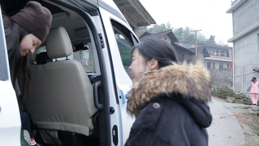 Shuangjie greets her sister Esther