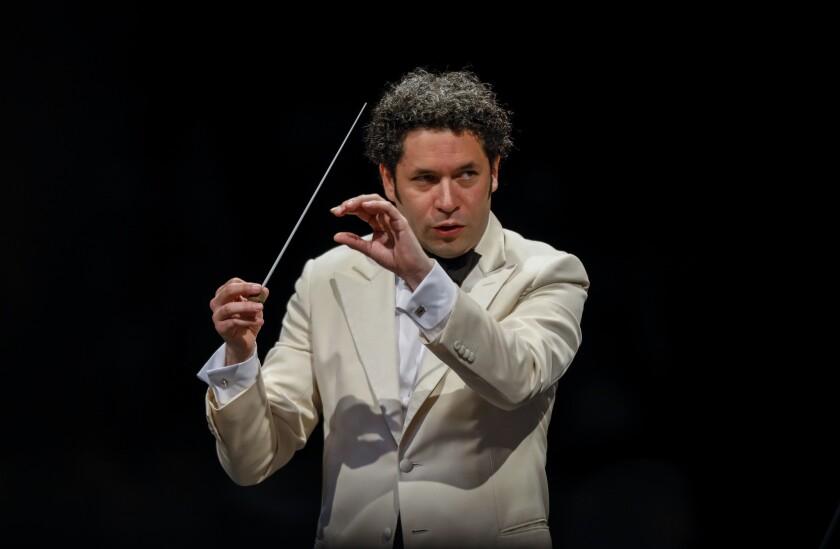 El director de orquesta Gustavo Dudamel asegura en entrevista con HOY que sus gustos musicales son muy amplios, y que lo ayuda a buscar colaboraciones inusuales.