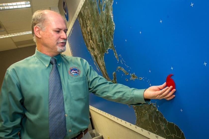 Expertos reducen posibilidades de huracanes este año en el Atlántico