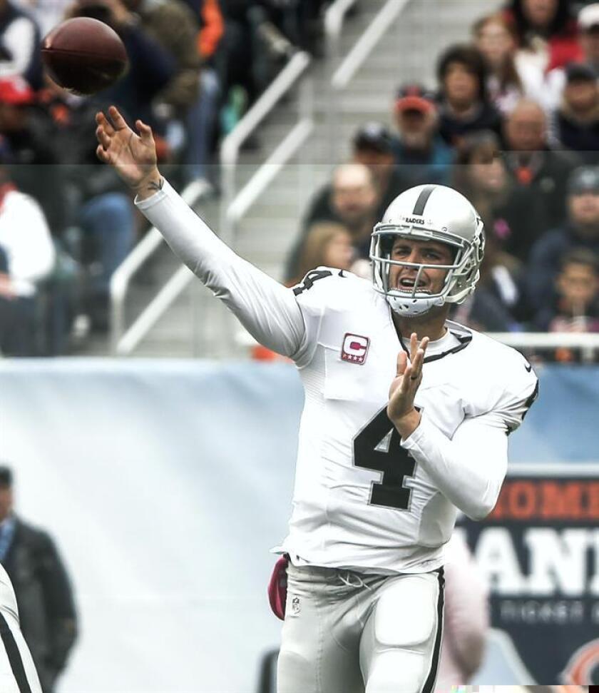 Carr, de 25 años, se lesionó en el tercer periodo del partido correspondiente a la decimosexta semana de la Liga Nacional de Fútbol Americano (NFL) que disputaron ante los Colts de Indianápolis a los que vencieron por 33-25. EFE/Archivo
