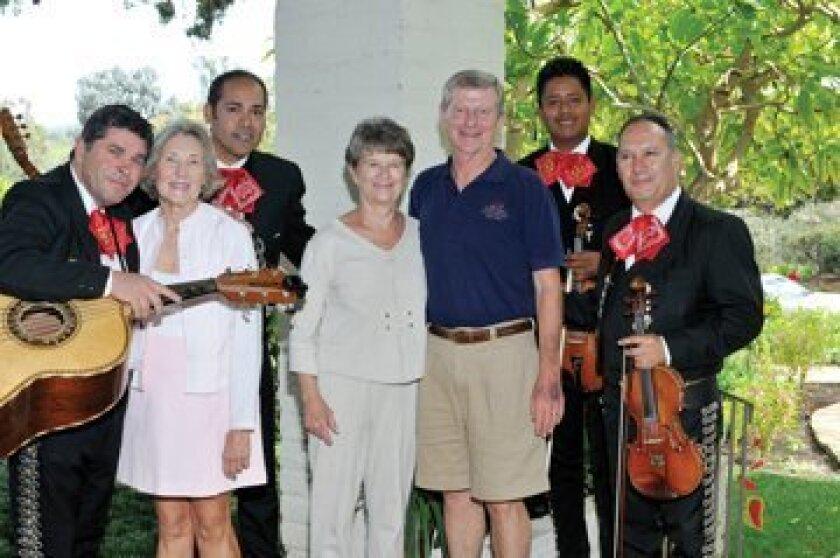 Carol Steeter, Jan Ken Dunford with musicians. Photos by Rob McKenzie