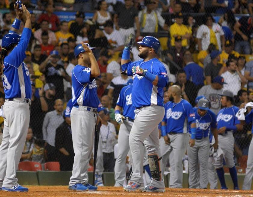 Los Tigres vencen a los Gigantes y empatan en la cima del béisbol dominicano