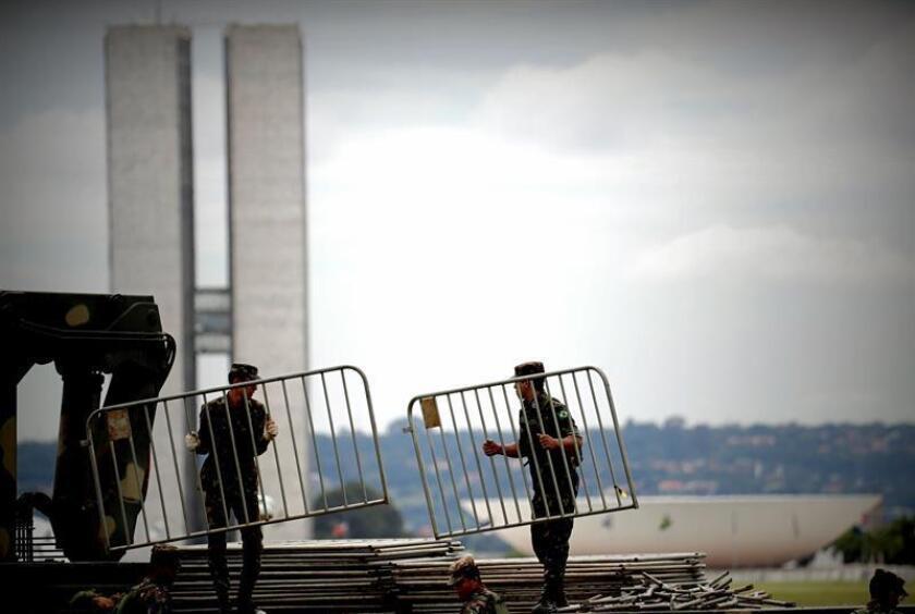 Brazilian soldiers install security fences during the preparations for the investiture of President-elect Jair Bolsonaro in Brasilia, Brazil, on 31 December 2018. EFE-EPA/Fernando Bizerra Jr.
