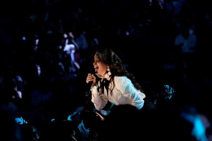 """La cantante cubanoestadounidense Camila Cabello conservó el tercer lugar de la lista Hot 100 de Billboard por segunda semana consecutiva con """"Havana"""", mientras que su nuevo tema, """"Never Be the Same"""", ingresó entre los 10 primeros de la clasificación de ventas digitales. EFE/ARCHIVO"""