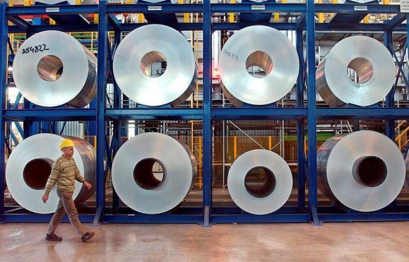 El presidente, Donald Trump, notificó hoy formalmente al Congreso la imposición de aranceles a las importaciones de acero del 25 % y del 10 % para las de aluminio, una polémica medida de la que quedaron exentos varios países. EFE/ARCHIVO