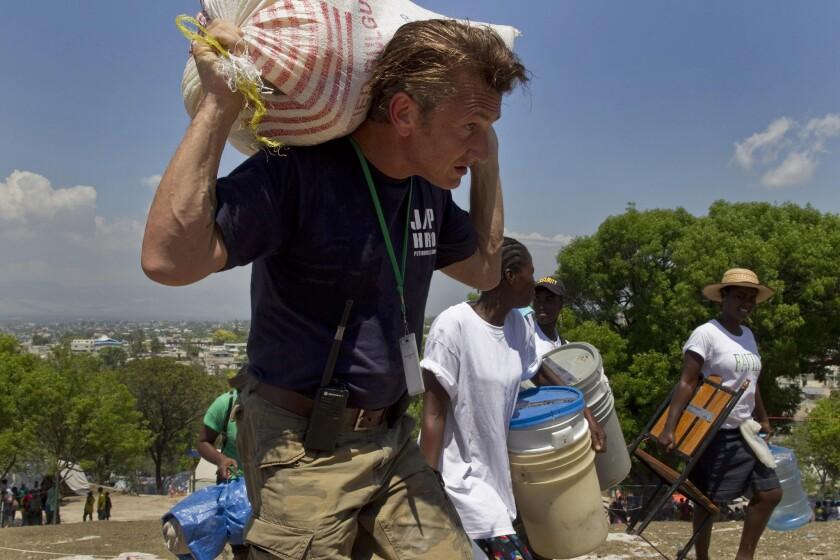 Sean Penn's hands-on aid for Haiti quake victims an earlier sign of his risk-taking