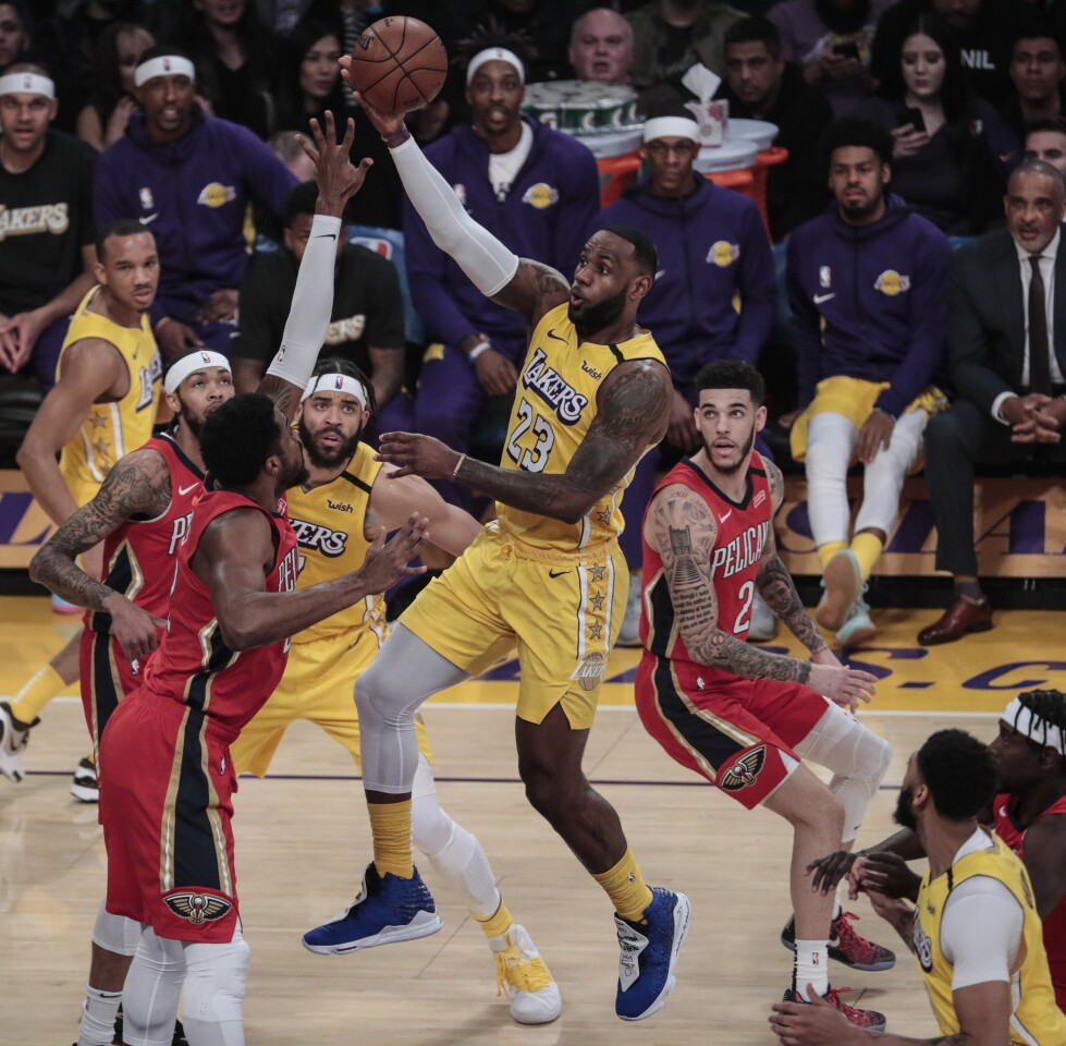 LOS ANGELES, CA, FRIDAY, JANUARY 3, 2020 - Los Angeles Lakers forward LeBron James (23) lofts an alley top pass to teammate Anthony Davis against the New Orleans Pelicans at Staples Center. (Robert Gauthier/Los Angeles Times)