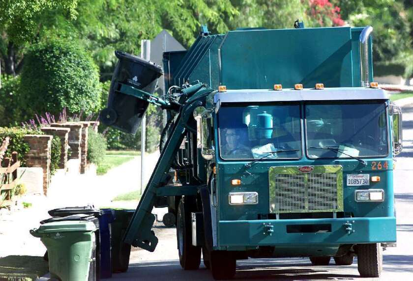 'Programa de reciclaje de LA resultó una basura': Se quejan de costoso y mal servicio