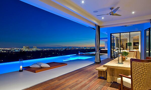 The home that TV production company founder Reinout Oerlemans sold has retractable glass walls.