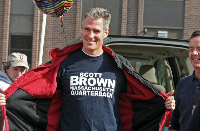 Warren, Brown deadlocked in Mass. as Sandy cancels final debate