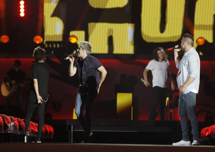 One Direction hits the stage in San Diego with a bang at