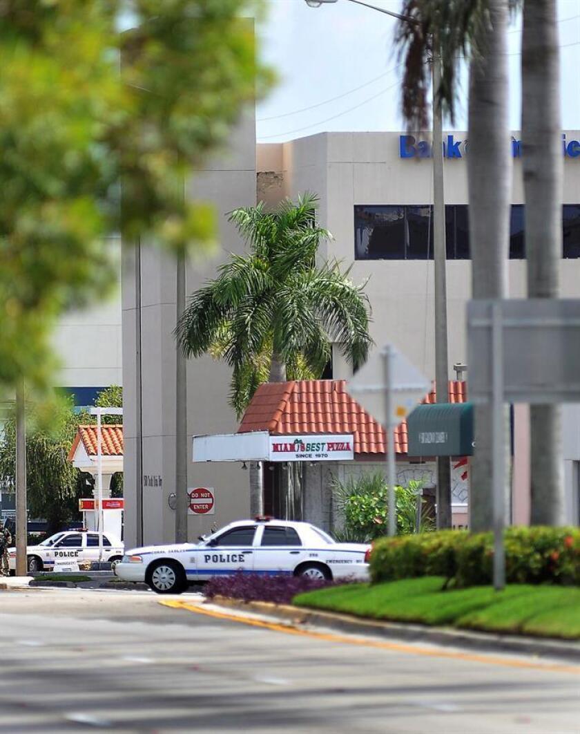 La Policía de Hollywood, en el condado de Broward (al norte de Miami), detuvo a una mujer acusada de posesión e intentó de venta de 21 bolsitas de Fentanyl, un peligroso opiáceo sintético similar a la morfina pero más potente, informó hoy un medio local. EFE/Archivo