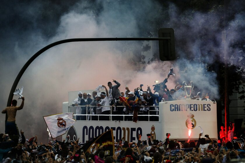 Real Madrid players arrive at Cibeles square after winning the Champions League final soccer match between Real Madrid and Atletico Madrid, during a celebration parade in Madrid, Sunday, May 29, 2016. Real Madrid won 5-3 on penalties after the match ended 1-1 after extra time.(AP Photo/Daniel Ochoa