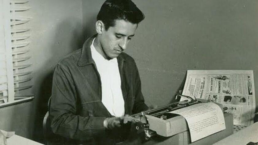 Además de poeta y guerrillero, Roque Dalton fue periodista y ensayista.