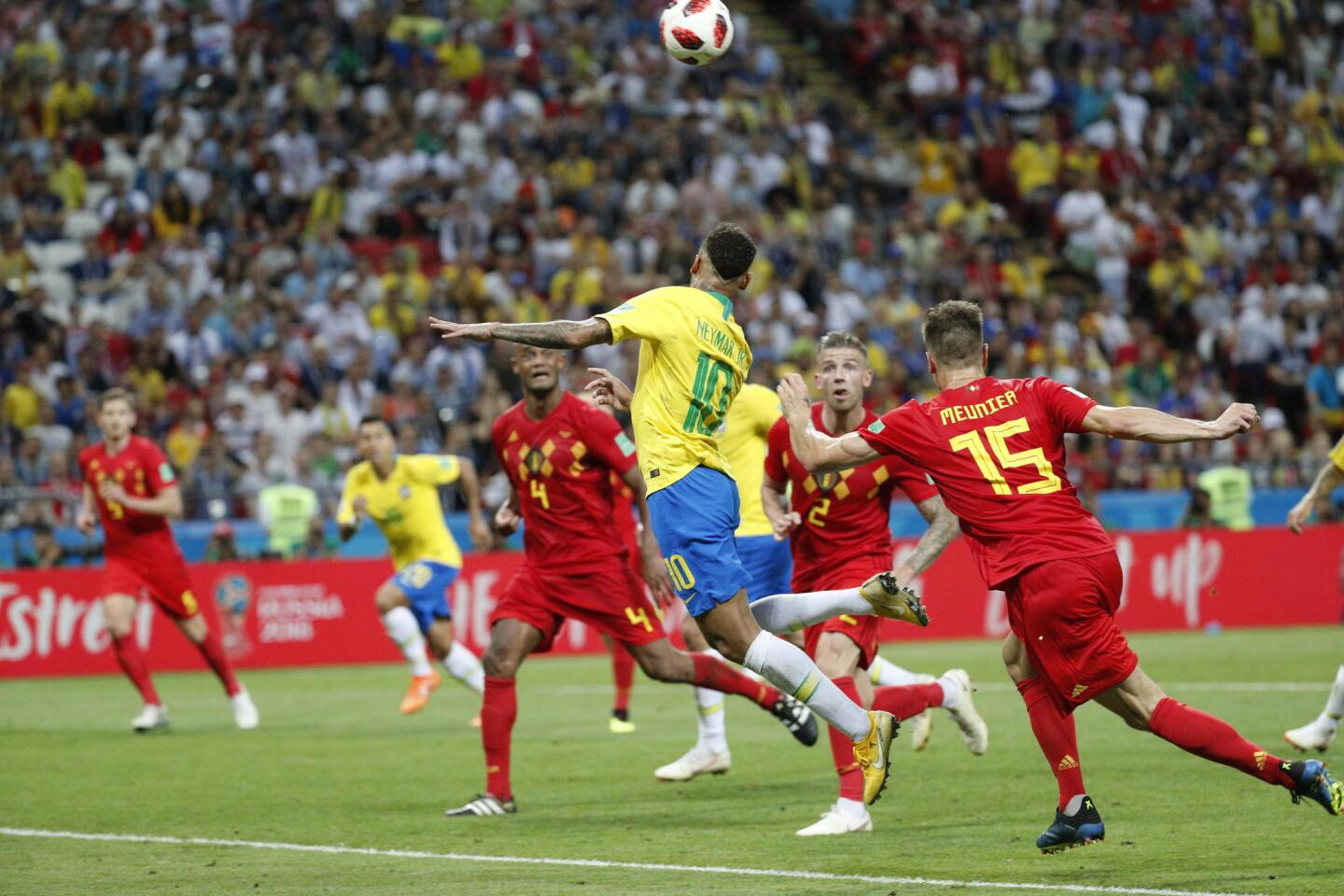 Kazan (Russian Federation), 06/07/2018.- Neymar of Brazil (C) and Thomas Meunier of Belgium (R) in action during the FIFA World Cup 2018 quarter final soccer match between Brazil and Belgium in Kazan, Russia, 06 July 2018. (RESTRICTIONS APPLY: Editorial Use Only, not used in association with any commercial entity - Images must not be used in any form of alert service or push service of any kind including via mobile alert services, downloads to mobile devices or MMS messaging - Images must appear as still images and must not emulate match action video footage - No alteration is made to, and no text or image is superimposed over, any published image which: (a) intentionally obscures or removes a sponsor identification image; or (b) adds or overlays the commercial identification of any third party which is not officially associated with the FIFA World Cup) (Mundial de Fútbol, Bélgica, Brasil, Rusia) EFE/EPA/SERGEY DOLZHENKO EDITORIAL USE ONLY ** Usable by HOY and SD Only **