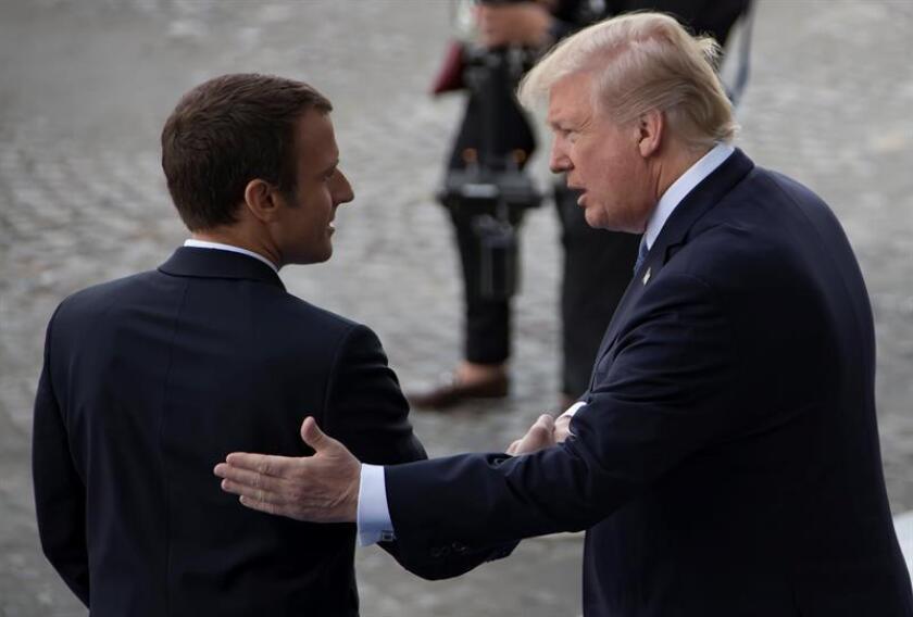 """El presidente estadounidense, Donald Trump, aseguró a su par francés, Emmanuel Macron, que sus controvertidos aranceles a las importaciones de acero y aluminio """"son necesarios y apropiados para proteger la seguridad nacional"""" de EE.UU., informó hoy la Casa Blanca. EFE/ARCHIVO"""