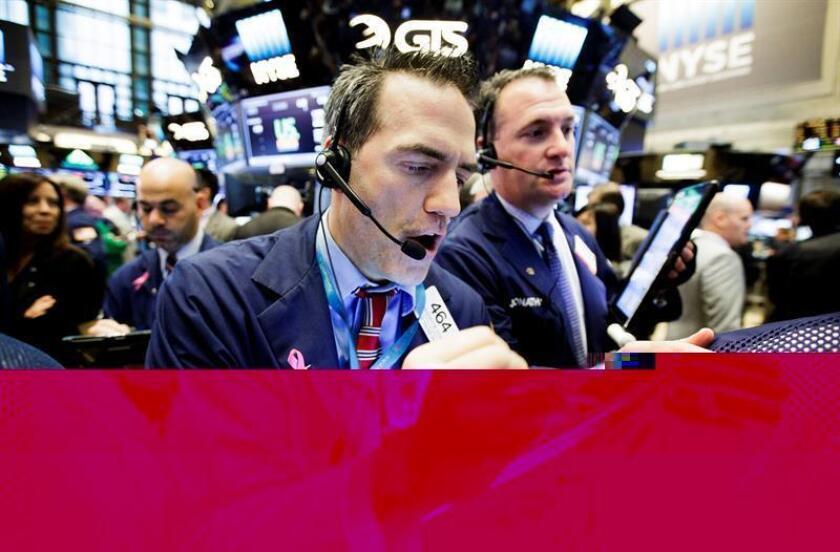 La jornada de hoy en Wall Street evaporó por completo las esperanzas de quienes pensaban que antes de fin de año el Dow Jones alcanzara por primera vez la marca psicológica de los 20.000 puntos. EFE/ARCHIVO