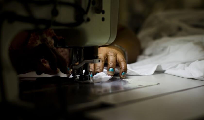 Industria de la costura bajo las sobras de la explotacion