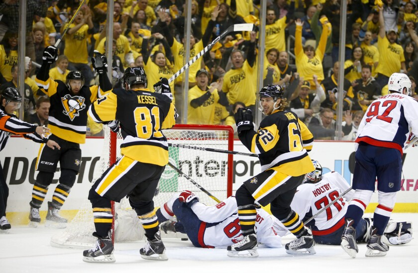 Penguins hold off Capitals to take 2-1 series lead