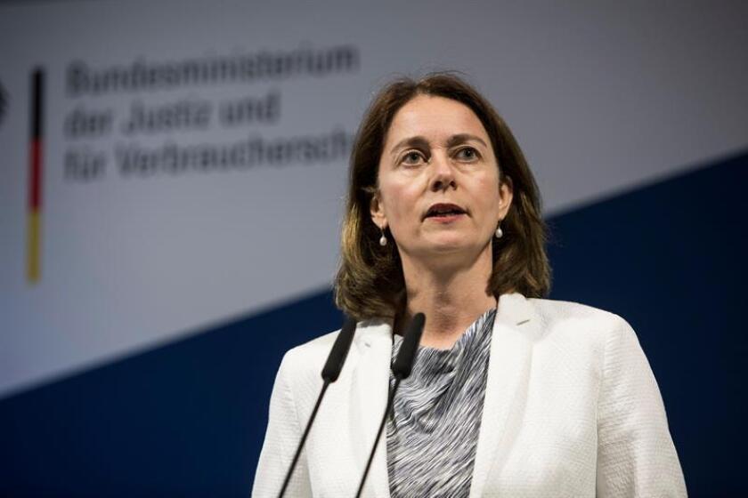 La ministra alemana de Justicia, Katarina Barley, ofrece una rueda de prensa en la sede del Ministerio, en Berlín, Alemania, el 26 de marzo del 2018. EFE/Archivo