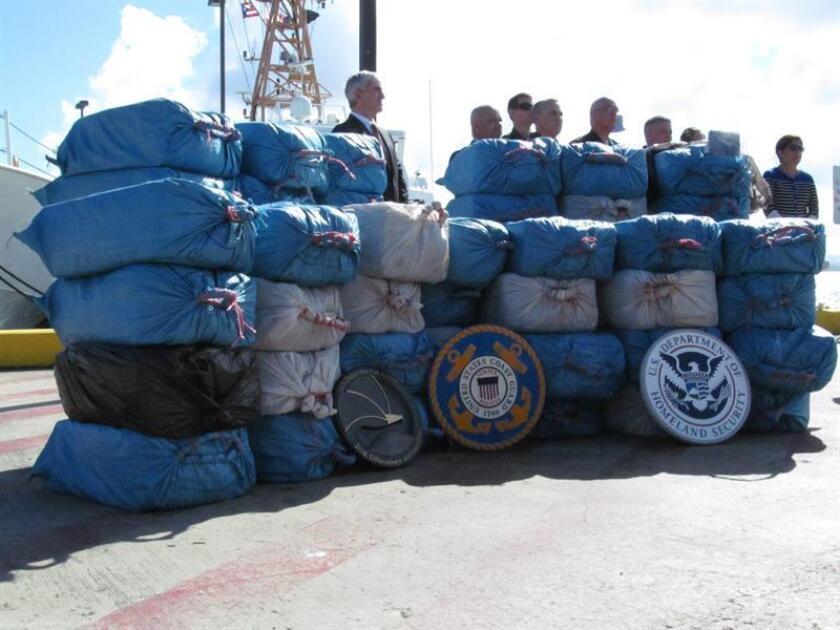 Las Fuerzas Unidas de Rápida Acción (FURA) de la policía de Puerto Rico se incautó de 38 fardos de droga, valorados en más de 23 millones de dólares, en el sector Buyones de Ponce, en el sur de la isla. EFE/Archivo