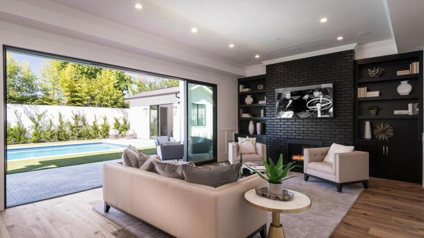 Jeri Ryan's Toluca Lake home | Hot Property