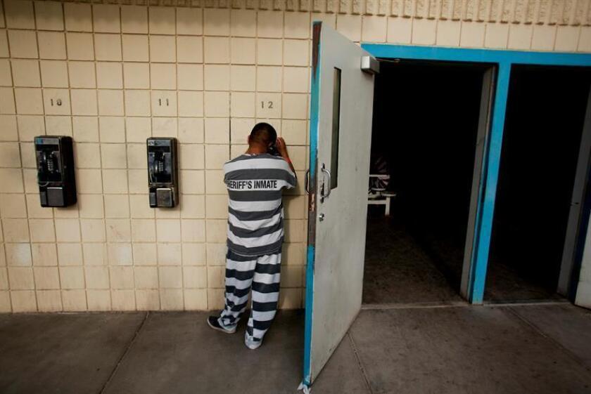"""Algunos inmigrantes indocumentados renuncian a sus procesos legales mientras están detenidos debido a un """"sistema diseñado para hacer que (...) se rindan"""", según un reporte que acaba de presentar Southern Poverty Law Center (SPLC, Centro Legal de Pobreza del Sur). EFE/Archivo"""