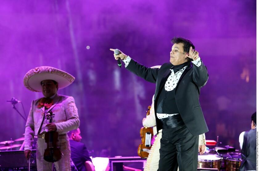 En los últimos dos años, Juan Gabriel (foto) destacó con altas ventas con los discos Los Dúo (2015), Los Dúo, Volt. 2 (2015) y Vestido de Etiqueta por Eduardo Magallanes (2016).