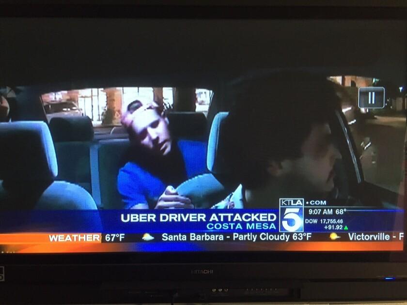En la foto se puede apreciar a Benjamín Golden, hasta el viernes, ejecutivo de Taco Bell, momentos antes de golpear al conductor de Uber, Edward Caban.