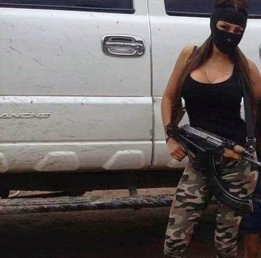 Las mujeres de los narcos, con sus lujos y excesos, será el tema principal de la nueva serie de televisión 'La vida de las buchonas'.