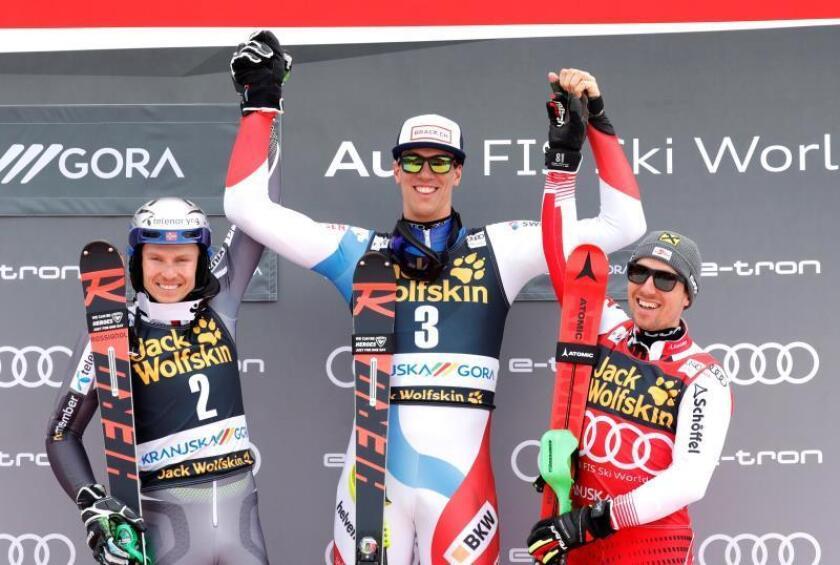 El noruego Henrik Kristoffersen, el suizo Ramon Zenhauesern y el austríaco Marcel Hirscher en el podio. EFE/EPA