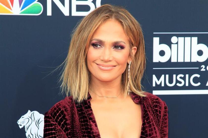 US singer Jennifer Lopez arrives for the 2018 Billboard Music Awards at the MGM Grand Garden Arena in Las Vegas, Nevada. EFE/Archivo
