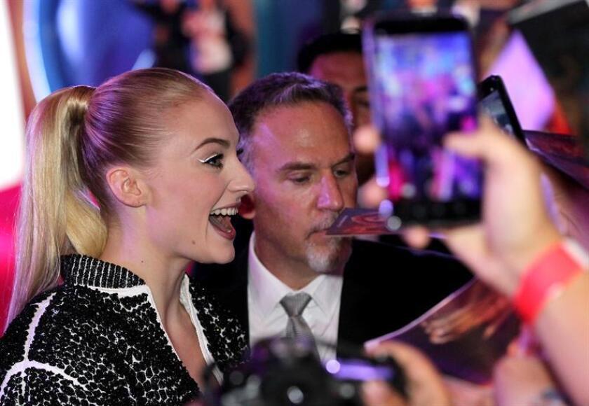 """Sophie Turner deslumbra en el estreno mundial de """"Dark Phoenix"""""""