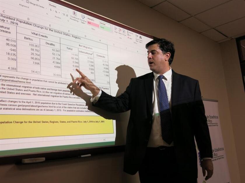 Mario Marazzi-Santiago, director del Instituto de Estadísticas de Puerto Rico, durante una conferencia de prensa. EFE/Archivo