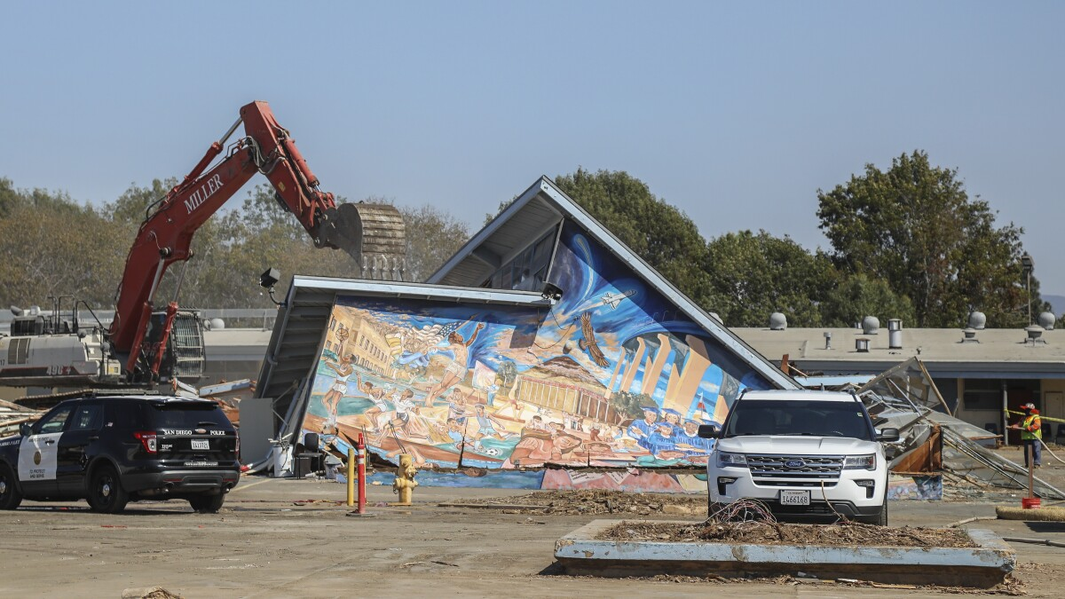 Protesters Fail To Save Mural From Demolition At Logan Heights School The San Diego Union Tribune
