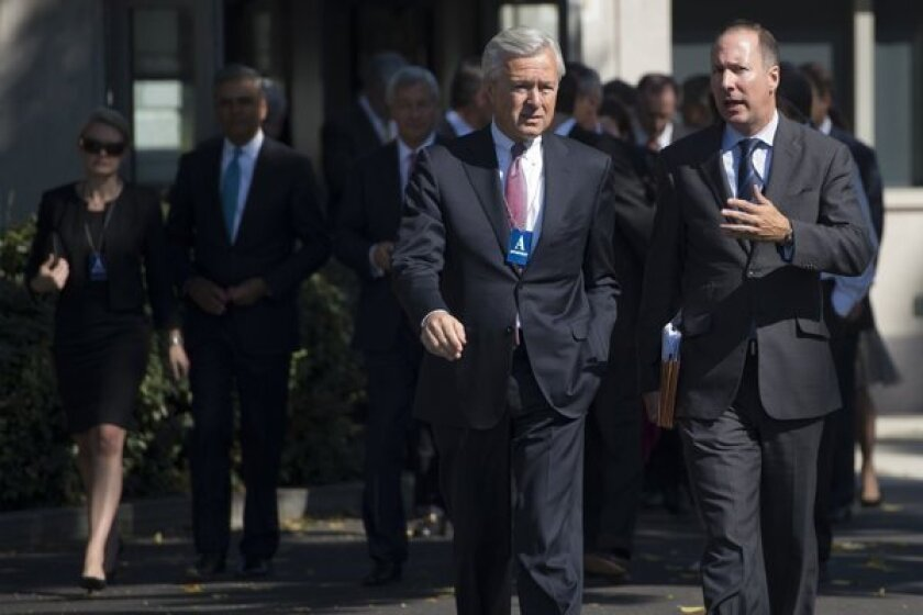 Wells Fargo Chief Executive John Stumpf, left, arrives at the White House on Wednesday for a meeting with President Obama.