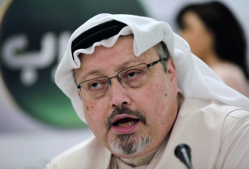 En esta imagen de archivo, tomada el 1 de febrero de 2015, el periodista saudí Jamal Khashoggi habla durante una conferencia de prensa en Manama, Bahrein. (AP Foto/Hasan Jamali, archivo)